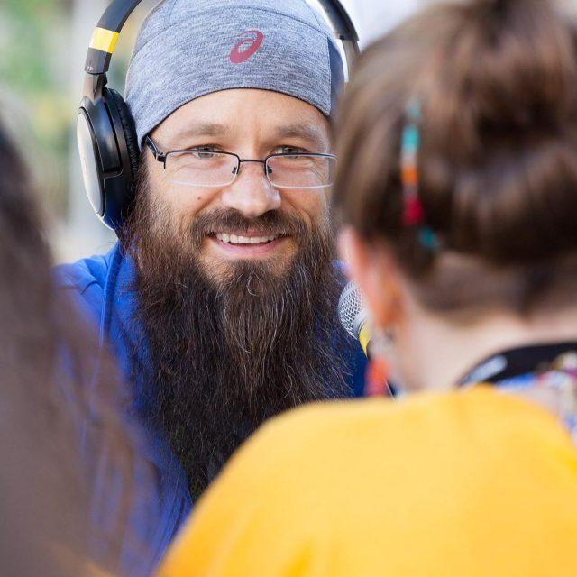 Harrison Stafford au micro de Radio Rumeurs du Mondehellip